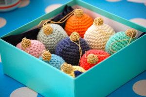free crochet patten christmas ornament bauble